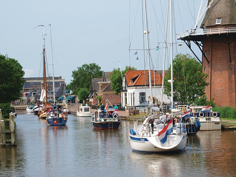 Ontdek het noorden vanuit de 'Off the boat On the Bike' locatie It Posthûs-Burdaard. Info: www.posthusburdaard.nl.