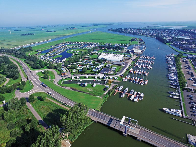 Ontdek het zuiden vanuit de 'Off the boat On the Bike' locatie Watersportcentrum Tacozijl-Lemmer. Info: www.tacozijl.nl