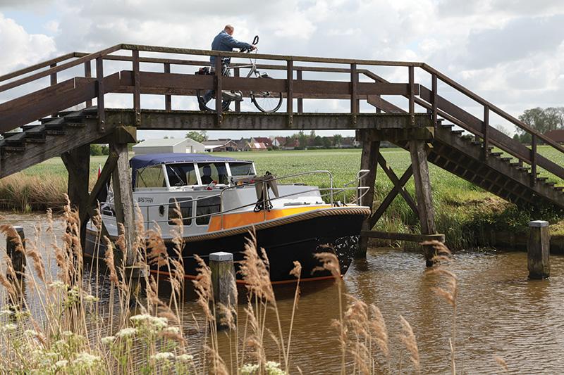 Gemaakt voor lage-bruggen- routes: de Brûzer.