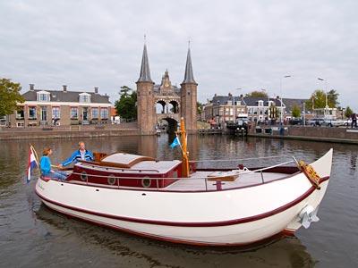 Motorbol 'Waterhoen' 8.10 mtr, 2 tot 5 personen vanuit Heeg / Friesland