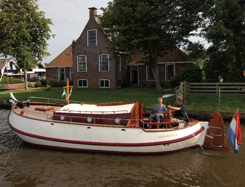 Motorbol 'Aalscholver' 8.60 mtr, 2 tot 5 personen vanuit Heeg / Friesland